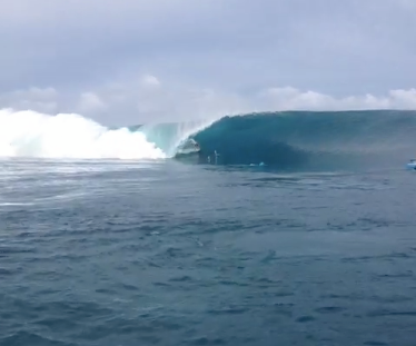 Surf Things are beginning to pick up at Teahupoo and Peter Mel has taken over our Twitter to bring you videos and pictures as the action unfolds! 