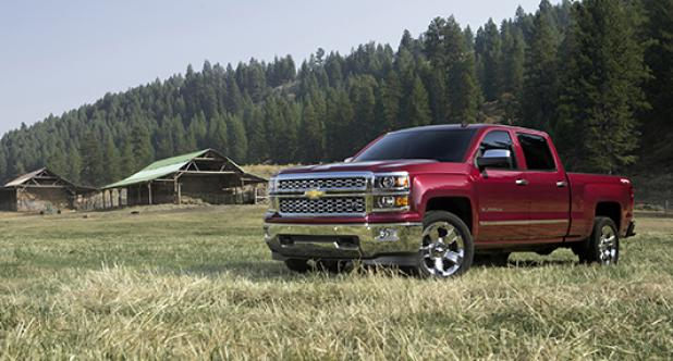 Auto and Cycle First Look: 2014 Chevrolet Silverado Crew Cab.  Article by Slaton L. White posted May 13, 2013