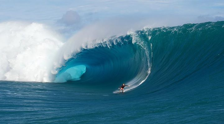 Surf Mark Healey dropping into a beast at Teahupoo! 