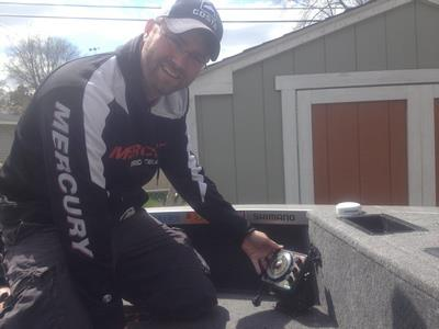 Fishing Vexilar Pro, Matt Johnson, shares some neat video tips on how to use your Vexilar products out in the boat this summer... http://www.mattjohnsonoutdoors.com/DeckTalk/23_FromIcetoOpen