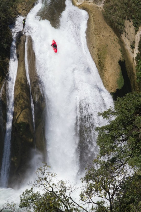 Kayak and Canoe Kayakers Make Record Descent in Mexico.  Article by Daniel Xu on May 13, 2013