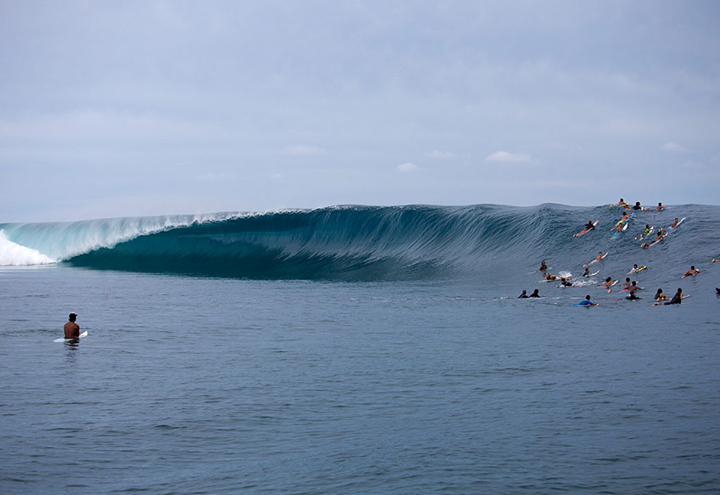"Surf ""Teahupoo returns to center stage as the first monster swell of the year rolls through"" on Surfer Magazine: http://www.surfermag.com/photos/tahiti-untamed/"