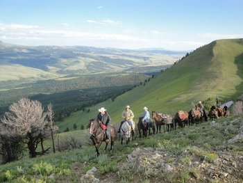 Hunting Broken Arrow Lodge for trophy elk plus deer, moose, black bear and antelope
