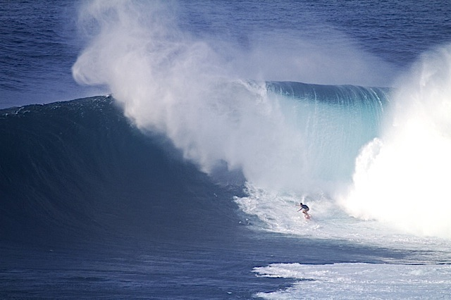 Surf Winter comes early in Hawaii with arrival of 50-foot surf