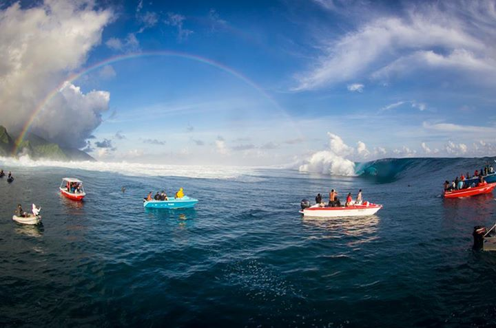 Wake Teahupoo is still hammering and people are still pulling in to caverns! Thanks Surfer Magazine for posting this pic. It's a perfect way to start the morning.