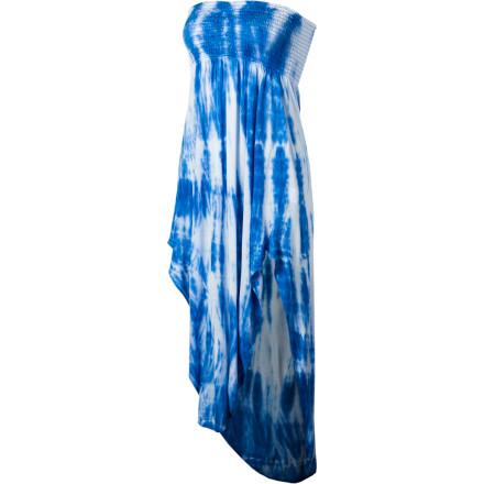 Let your beauty blossom in the O'Neill Women's Azalea Dress. Strapless design, raised hems at the sides, and a gorgeous all-over tie-dye print will have you looking like the belle of the ball wherever you go, and the super-soft viscose fabric will keep you feeling as good as you look. - $49.45