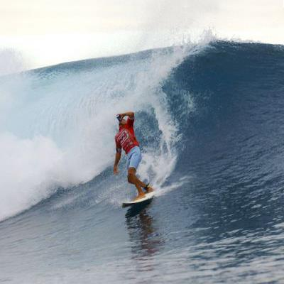 Surf Happy #AlohaFriday! After a long work week who's ready to enjoy a cold beverage and a weekend of surfing? A few years ago Kelly Slater combined the two.