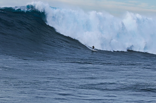 Surf Shawn Dollar is new world-record holder for ride on 61-foot wave at Cortes Bank. Guinness says wave is largest ever surfed via traditional paddle method.  Article by Pete Thomas on May 17, 2013