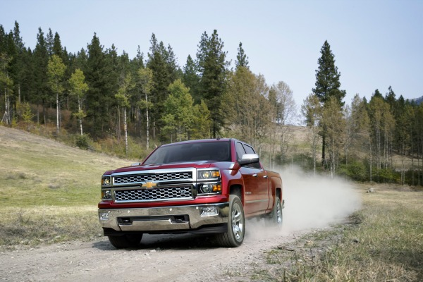 Auto and Cycle 2014 Chevrolet Silverado First Drive - Making Bob Seger Proud.  Article by Jason Kavanagh posted May 14, 2013