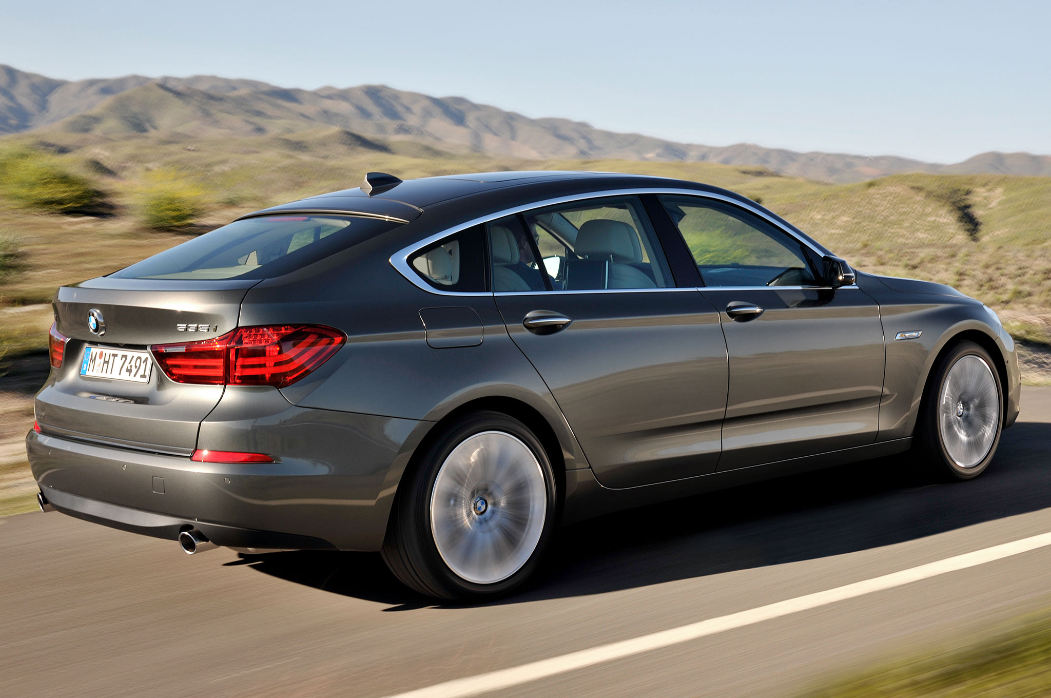 Auto and Cycle Refreshed 2014 BMW 5 Series Gran Turismo Keeps the Hunchback.  Article by Alex Nishimoto on May 21, 2013