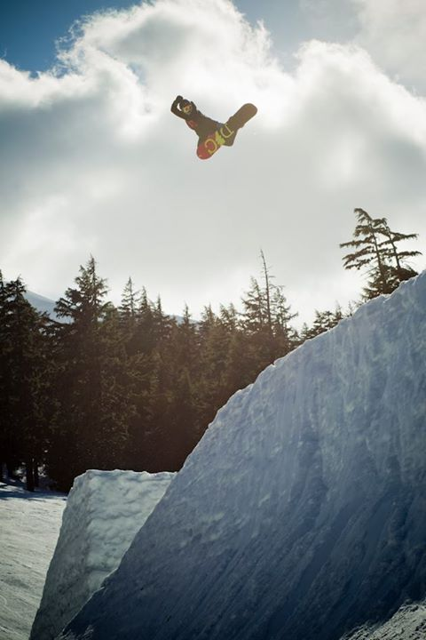 Snowboard Mons Roisland – This 16 year old knows what a proper Method should feel like!