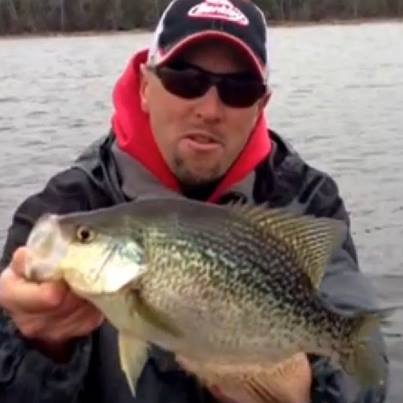 Fishing Eric Haataja heads out on the water searching for spring crappies with Humminbird Side Imaging.