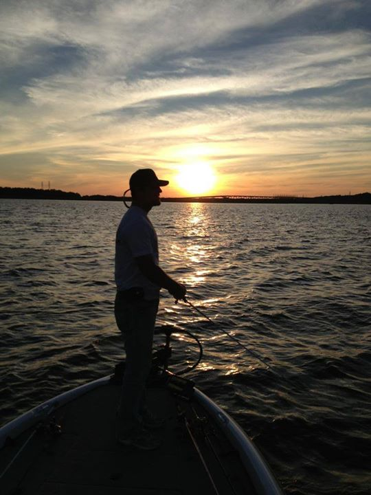 Fishing Kevin Rainey cranking at sunset on Pickwick