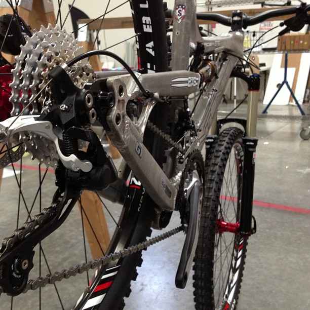 MTB Spotted this purty Tracer 275 all dolled up and ready to be photographed. Nice ride. #jensonusa