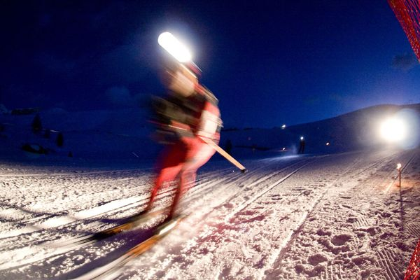 Ski Skier in night races sweeps past the camera