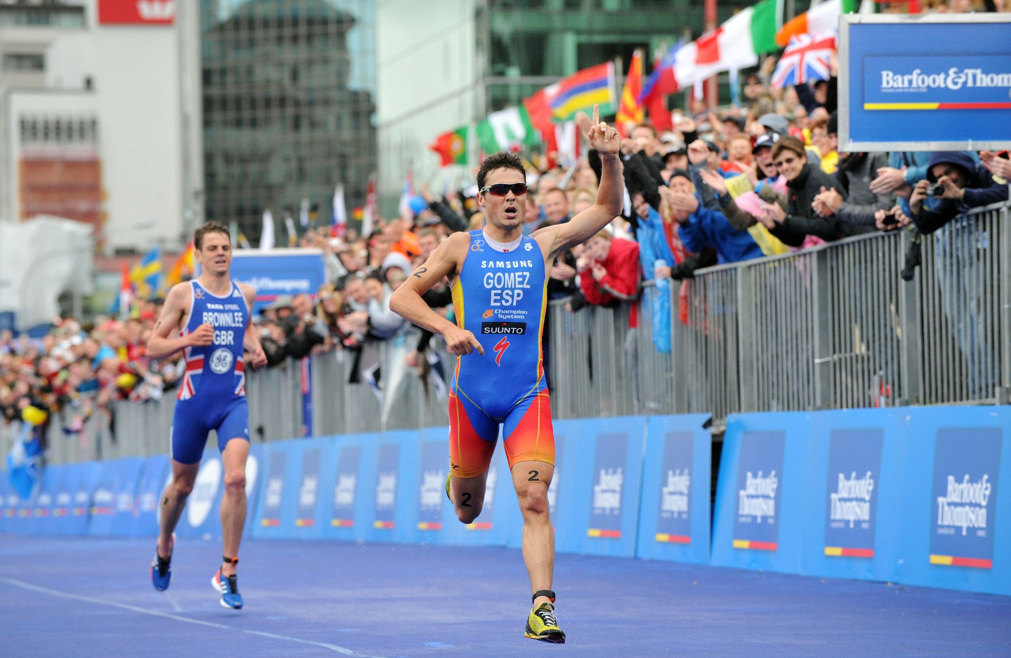 Fitness Javier Gomez Noya took down Great Britain's Jonathan Brownlee in an impressive run finish at the International Triathlon Union Grand Final in Auckland.