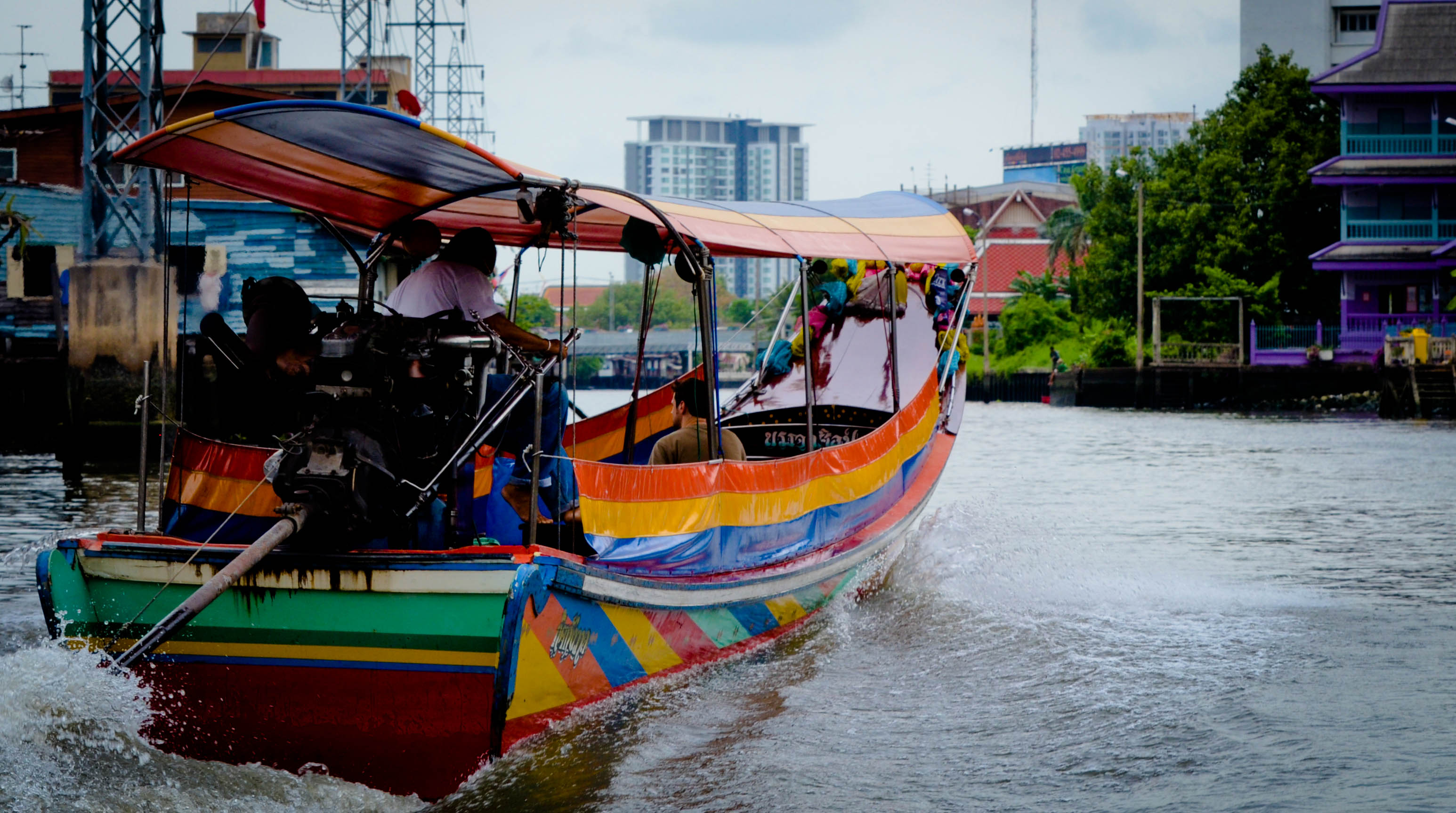 Entertainment Thai Longboat in the canals of Bangkok