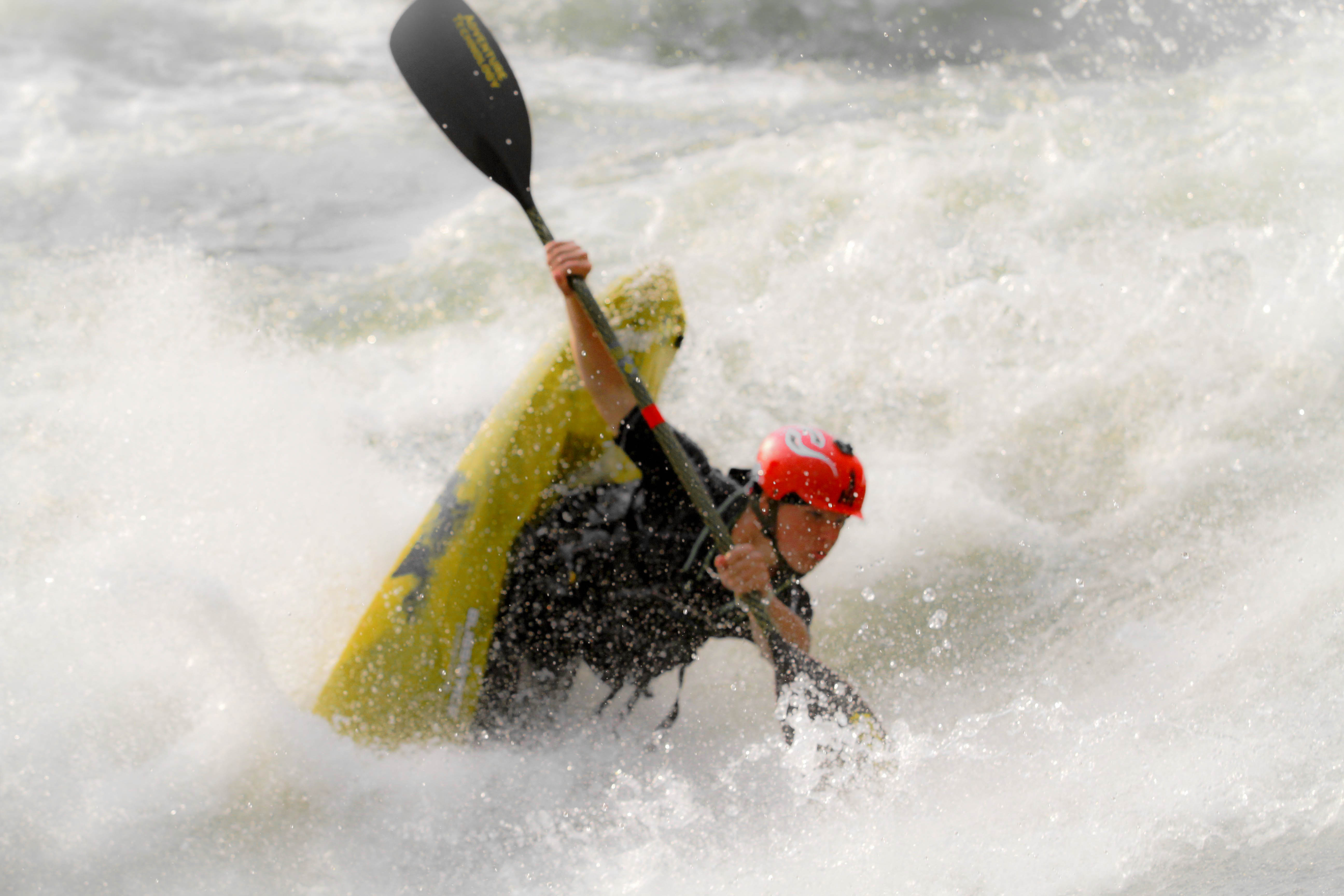 Kayak and Canoe Errik Hill doing a clean blunt on the Nile Special, Uganda
