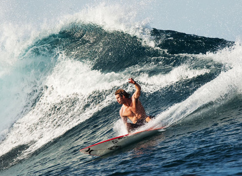Surf Aamion Goodwin carving the shoulder