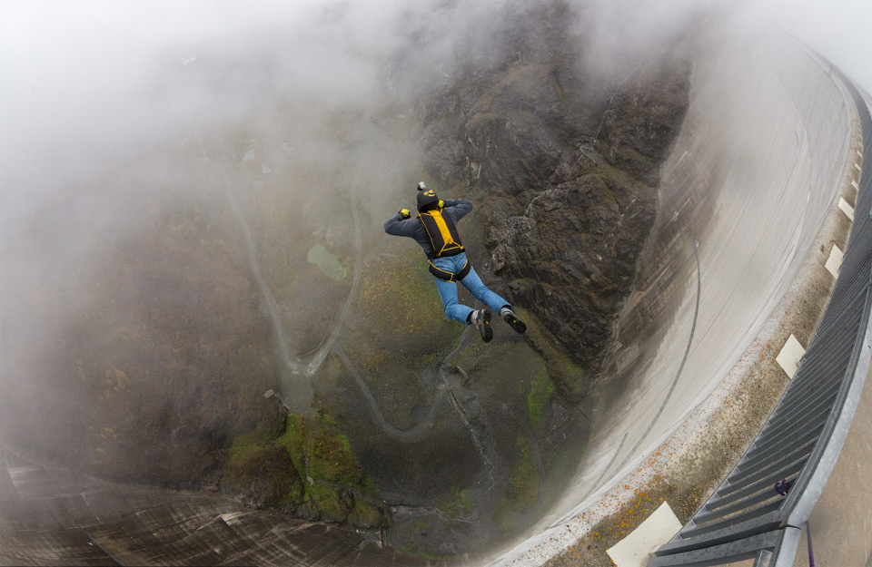 Extreme base jumping, switzerland