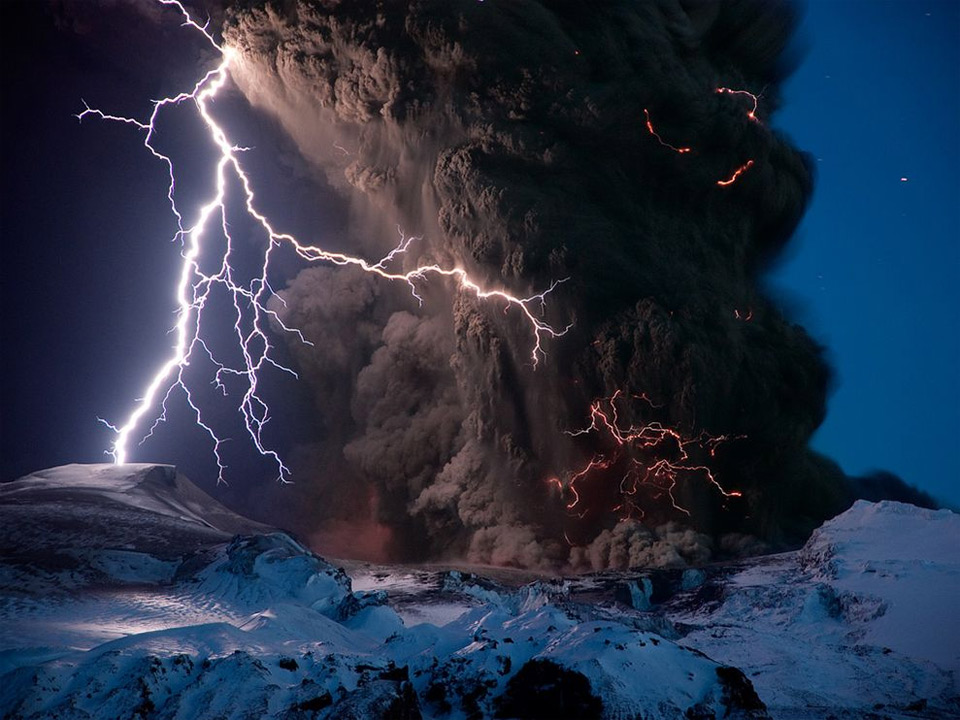 Entertainment iceland volcano eruption