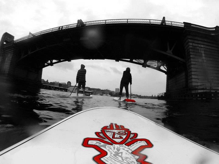 Wake CONTOUR employee, Erik Hedberg stand up paddle boarding around Lake Union in Seattle with his ContourROAM on photo mode.