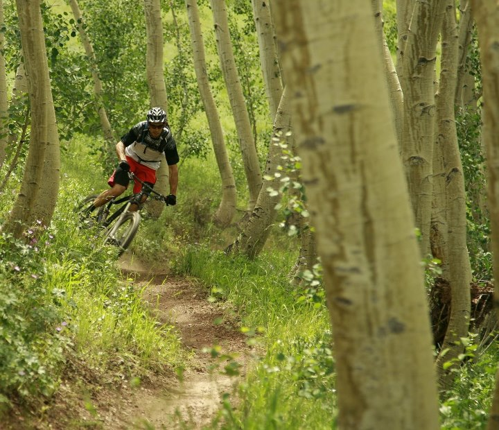MTB DiamondBack's Eric Porter ripping the Wasatch Crest Trail in Park City Utah during the 2013 DB product release. Keep your eyes on our page for more pictures and videos throughout the week. Check out the 2013 full suspension lineup on our website www.jenso