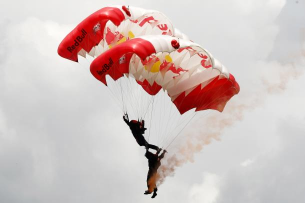 Entertainment Red Bull Skydive Team, me 28 Nentor ne Tirane!