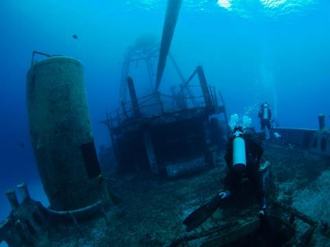 Scuba On the Kittiwake Wreck...