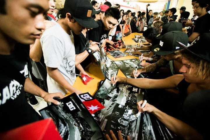 Entertainment Huge autograph signing in Indonesia.