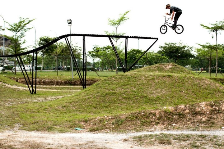BMX Jeremiah Smith: truck driver drop.