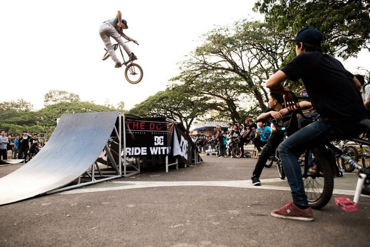 BMX Alfredo Mancuso putting it down for the amazing crowd in Indonesia.  Photo- Walter Pieringer