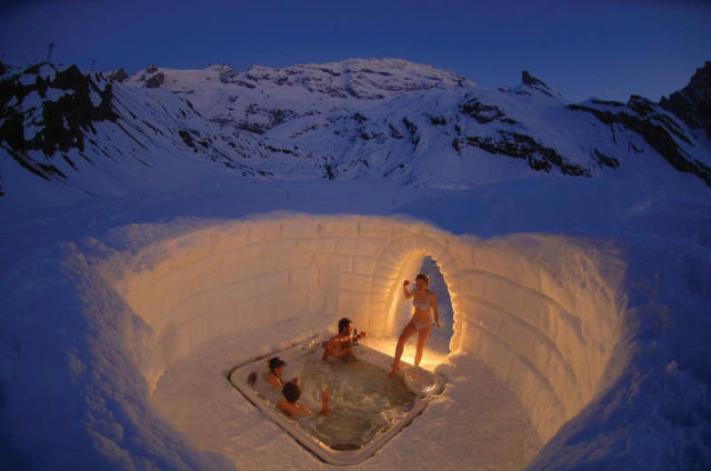 Entertainment Outdoor jacuzzi on the Matterhorn