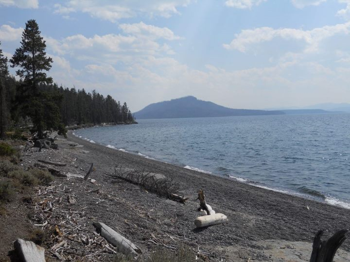 Camp and Hike Along the shore at camp 5E8, Thorofare Trail