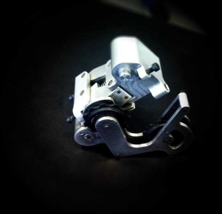 A closer look at the very first XX1 prototype rear dérailleur. Talk about burly!