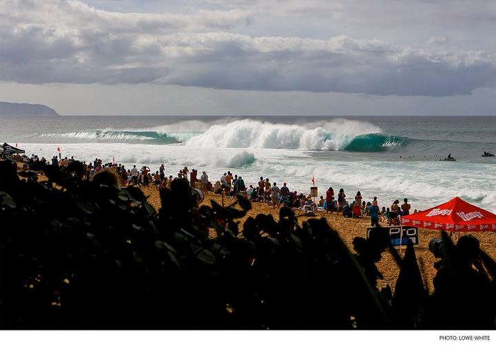 Surf For the third consecutive day, the Billabong Pipe Masters is off. In the meantime, check out photos from the opening rounds.  CLICK HERE: http://bit.ly/1232PRR
