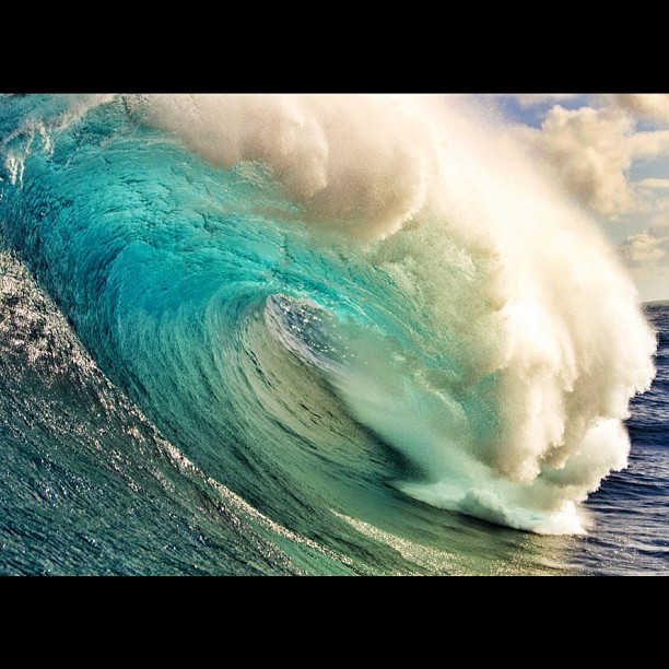 Surf From this afternoon at #Jaws. Go to surfermag.com later tonight to see more photos. Photo: @zaknoyle/SPL #surfer #surferphotos http://instagr.am/p/QoL36SrrUn/