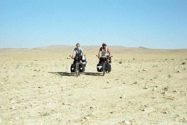 Cycle the desert in Syria