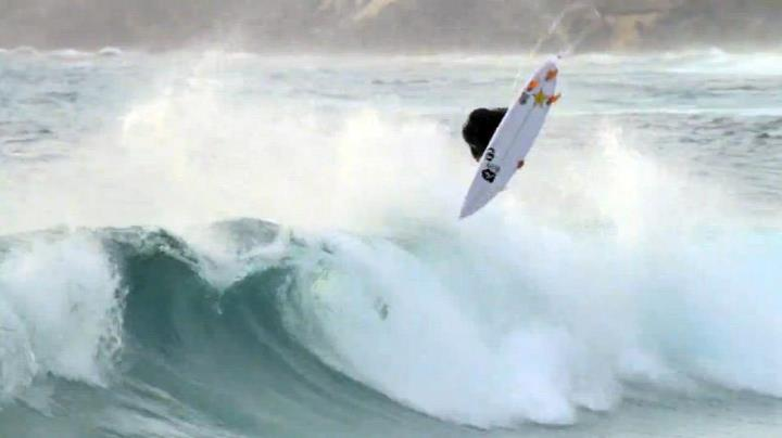 Surf Elsegoodproductions.com is a team of surfer and documenter, two brothers revealing raw talent in the form of a moving picture. Watch Jay Davies spin his heart out above the lip, stomping progressive airs and using disappearing techniques (0:38 / wow). >>