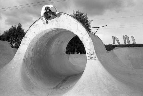 Skateboard full pipe