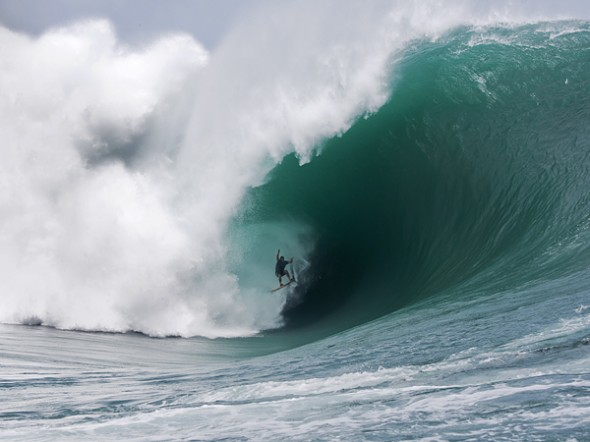 Surf Surfer Nathan Fletcher Rides a Monster Wave at Teahupoo, Tahiti – Unbelievable Photo
