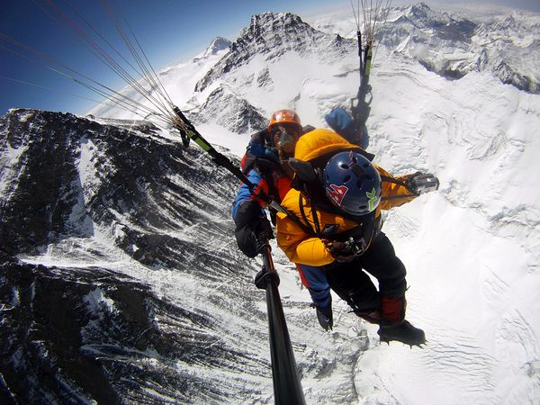 Climbing Paraglideres set new record on Mount Everest... intense