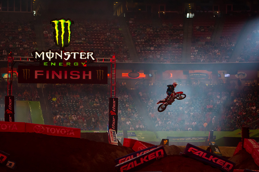 Motorsports Ryan Villopoto wins in Houston and locks up the 2012 Supercross Championship