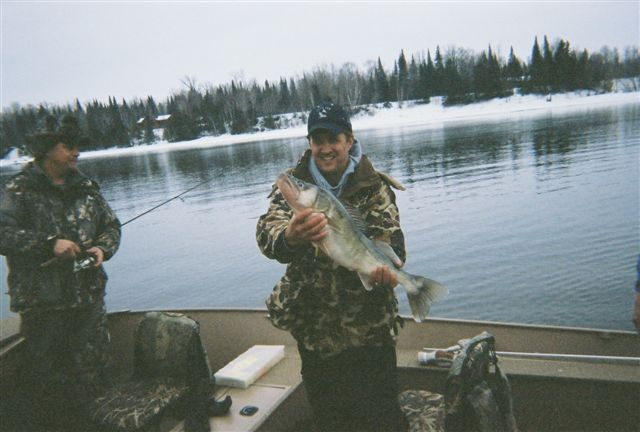 Fishing Rainy River 10lb. walleye/ Team Chris (Fritch and Qualen)
