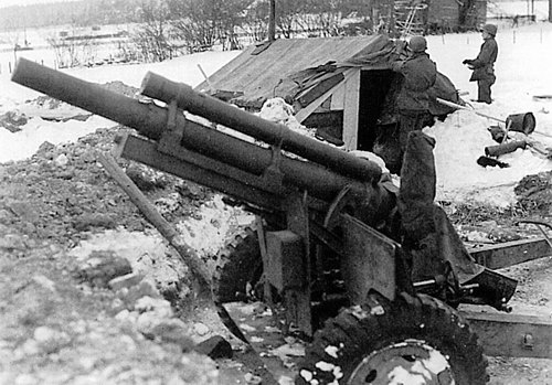 Guns and Military a 101st Airborne 105mm howitzer at Bastogne