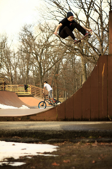 Skateboard awesome tailgrab!