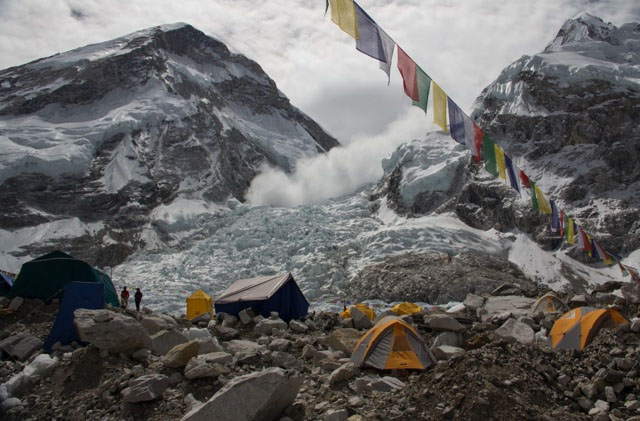 Extreme Views of the avalanche from Everest Base Camp.