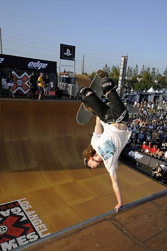 Skateboard Shaun White, thisguy is even better at snowboarding, how is this possible