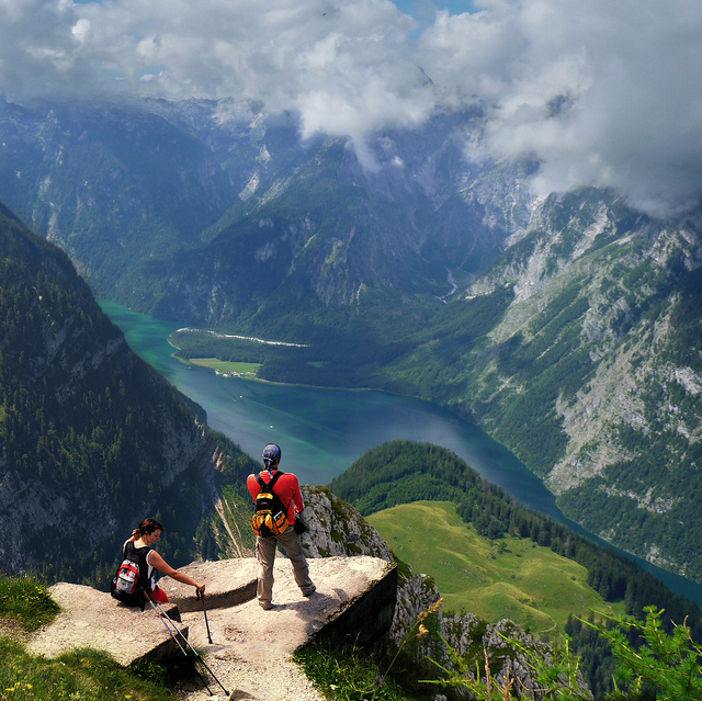 Camp and Hike he Königssee is a lake located in the extreme southeast of the German state of Bavaria, near the border with Austria. It's all part of the Berchtesgaden National Park.