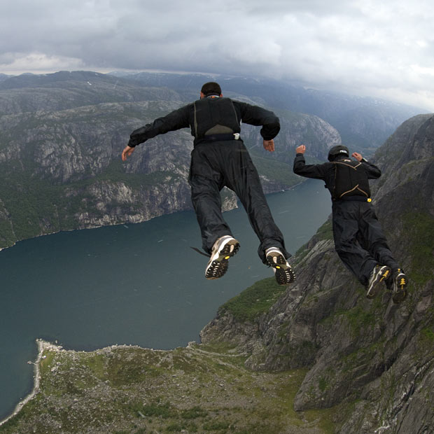 Extreme Mince Division jump from Kjerag